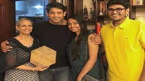 Bigg Boss 13 winner Sidharth Shukla is all smiles in recent pictures with  family - NewsX