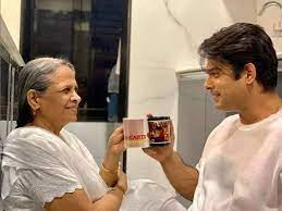 Sidharth Shukla Mother: When Sidharth Shukla Spoke Of His Bond With Mother  And Struggle She Faced - मां के बिना एक सेकंड नहीं रह पाते थे सिद्धार्थ  शुक्ला, बताया था कैसे बनीं